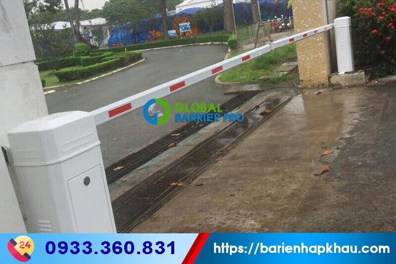 Barie tự động BS-306 mới 100% được trang trí thêm, theo màu chủ đạo của Tổng Công Ty Cổ Phần Phong Phú