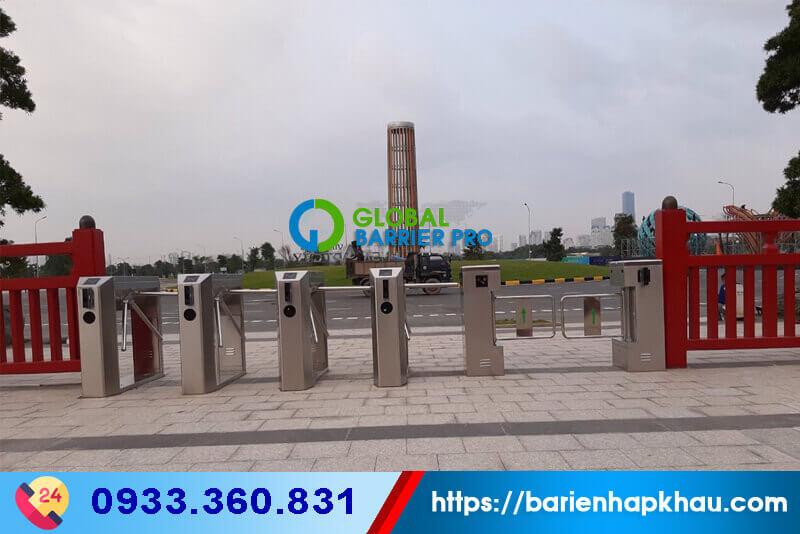 Cổng kiếm soát vé cho khu vui chơi, khu du lịch bằng cổng xoay ba càng tripod barrier (turnstile) và Swing turnstile