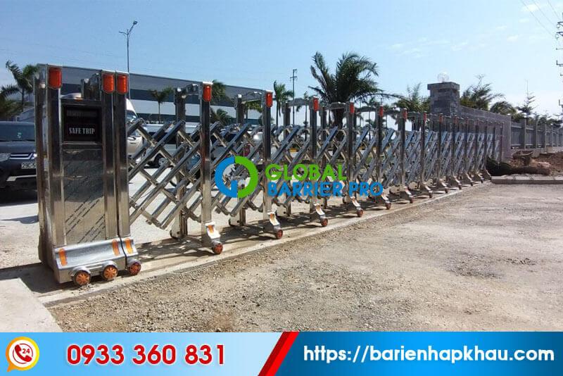 cổng xếp inox tự động chạy điện